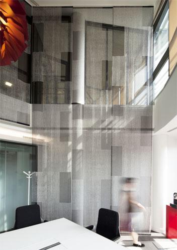 hayinstyle-lily-latifi-transparent-panel