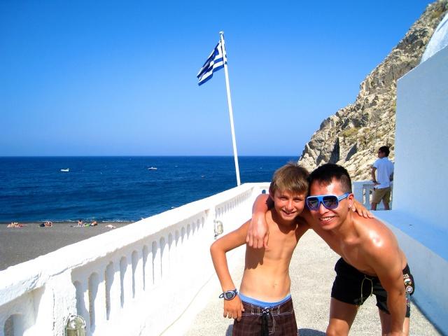 hayinstyle-kamari-beach-santorini-travel