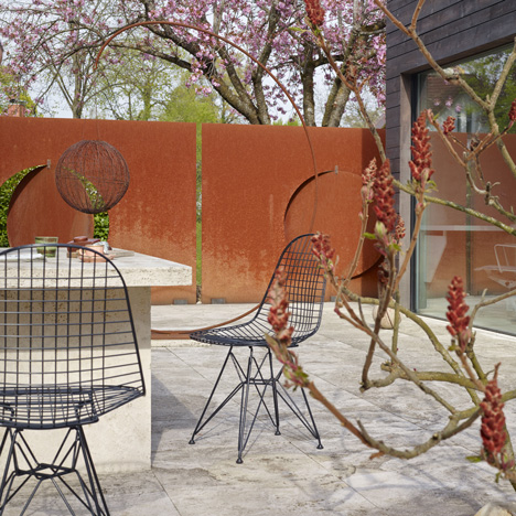 eames wire chair dkr for outdoor use by vitra hayinstyle. Black Bedroom Furniture Sets. Home Design Ideas