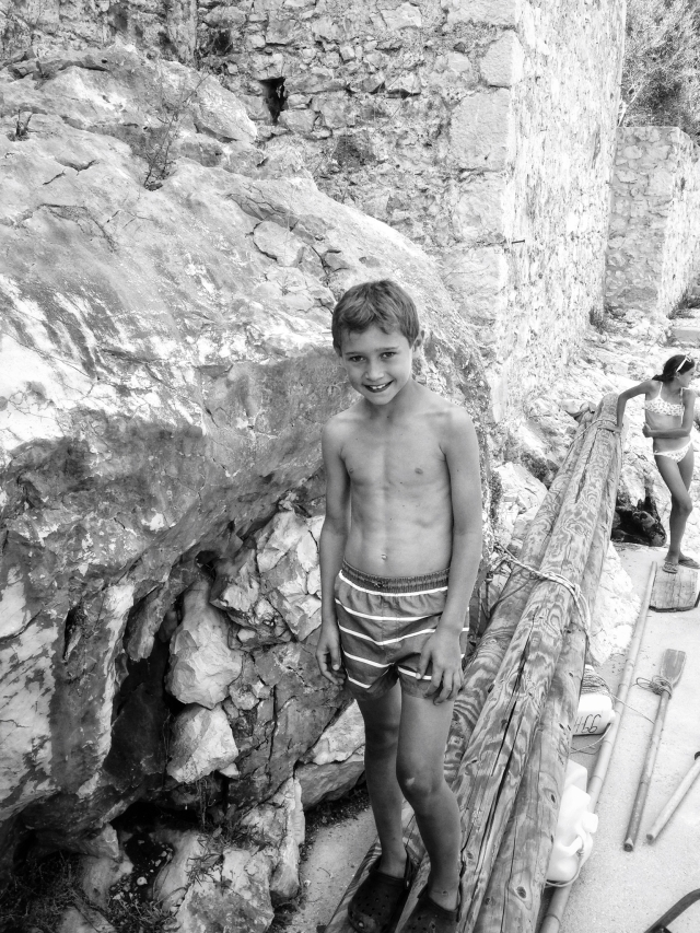 hayinstyle-travel-croatia-hvar-kid