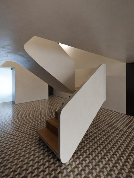 hayinstyle-correia-ragazzi-arquitectos-curving-staircase-4