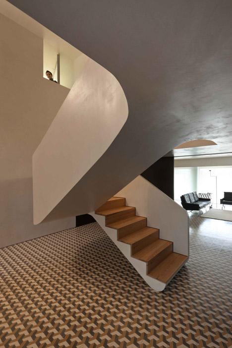 hayinstyle-correia-ragazzi-arquitectos-curving-staircase-5