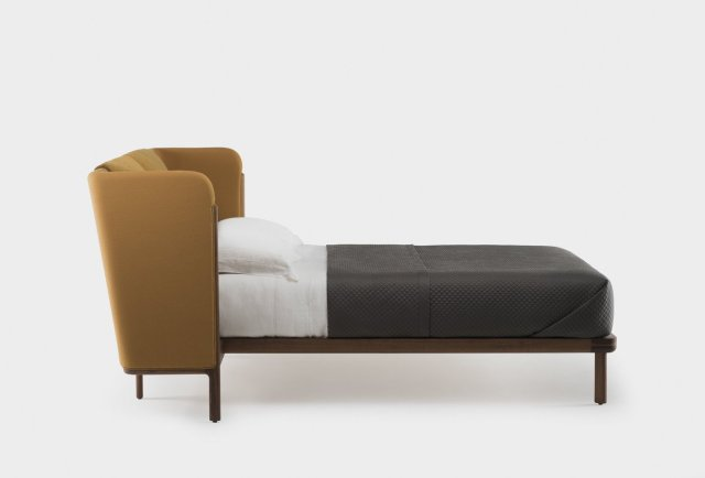 low_dubois_bed_by_nichetto_in_walnut_siderev_web_1400x950