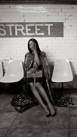 hayinstyle-naomi-campbell-by-inez-and-vinoodh-for-valentino-vring-campaign-pre-fall-2019-2
